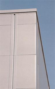 Угловая панель с горизонтально расположенными угловой и стеновой панелями